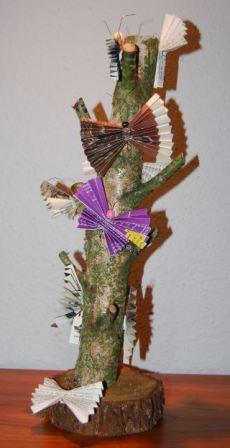 Træstamme med sommerfugle