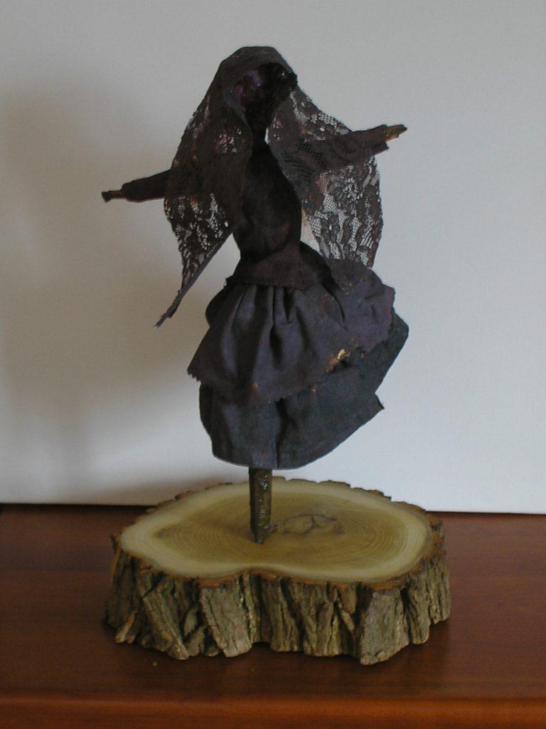 Danser: Figur af metal og Tekstiler