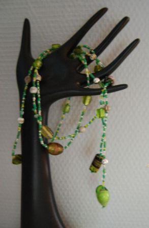 Kæde af vire og perler