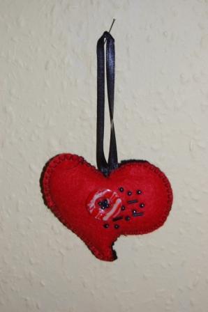 Hjerte med knap og perler
