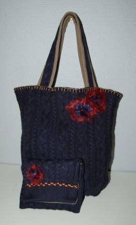 Taske af striktrøje med fine blomster