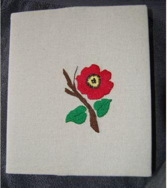 Blomst med kunstbroderi