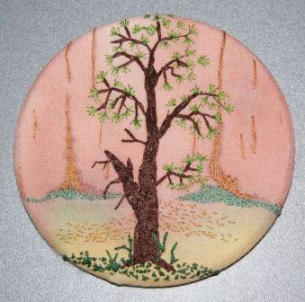 Træ ved en bjergside