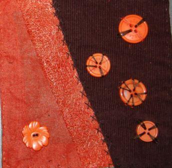 Orange og brun med knapper