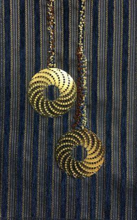 Franske knuder med metalcirkler